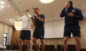 Монатік, Машина врємєні і L'One: як гравці збірної України проходили посвяту