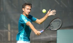 Стаховський програв на старті парного турніру в Тайвані