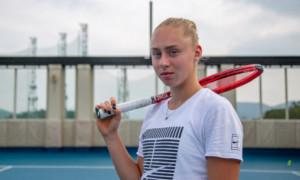 Світоліна оплатила операцію юної української тенісистки