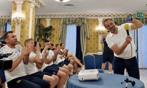 Зеленський поспілкувався зі збірною України перед матчем з Англією