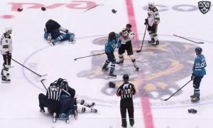 Матч КХЛ розпочався з трьох бійок після стартового вкидання