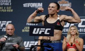 Боєць UFC одружилася з дівчиною-біологом