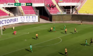 Сувора Перша ліга України: яма в газоні стала причиною переможного голу