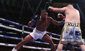 Руїс перемагав за суддівськими записками на момент зупинки бою з Джошуа