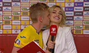 Зінченко назвав причину свого поцілунку в прямому ефірі