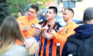 Шахтар прогулявся по Києву перед матчем з Динамо