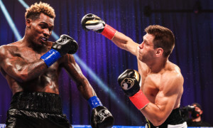 Дерев'янченко поступився Чарло в бою за титул WBC