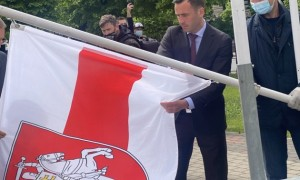Скандал з прапором Білорусі триває - мер Риги відповів Рене Фазелю