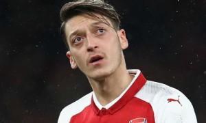 Езіл відмовився від зменшення зарплати у Арсеналі