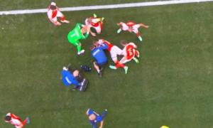 Шок. Гравець збірної Данії втратив свідомість під час матчу Євро-2020
