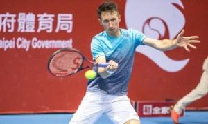 Стаховський програв на старті турніру в Ньюпорті