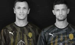 Рух розвівав контракти із двома гравцями