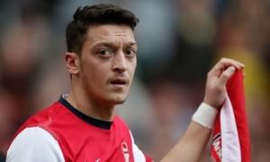 Арсенал шукає новий клуб для Езіла