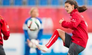 Футболістка збірної Швейцарії зникла на озері, її шукають водолази