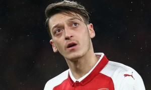 Арсенал виключить Езіла та Сократіса із заявки АПЛ
