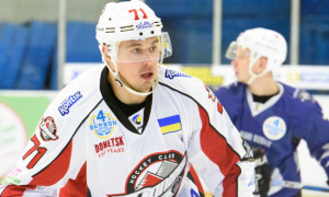 Донбас відзаявив двох хокеїстів