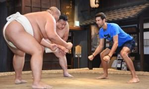 Як Джокович пробував свої сили у сумо