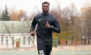 Верес переглядає гравця з Кот-д'Івуару