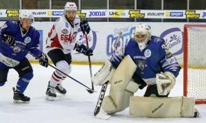 Донбас розгромив Крижаних Вовків у регулярному чемпіонаті