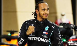 Гамільтон вилетів у гравій на тестах у Бахрейні