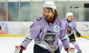 Крижані Вовки розірвали контракти із двома хокеїстами