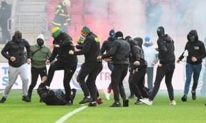 У Словаччині під час матчу фанати влаштували масову бійку на полі