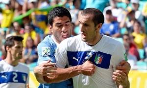 Реванш відбувся: К'єлліні укусив Суареса в FIFA-19. ВІДЕО