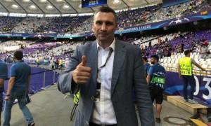 Кличко хотів вибігти на поле у матчі Динамо — Шахтар