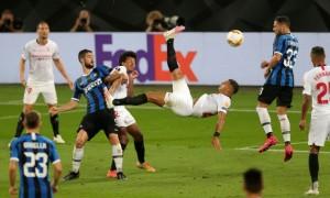 Карлос зробив татуювання на честь свого неймовірного голу в фіналі Ліги Європи