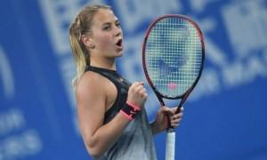 Юна українка тренується з легендарним тенісистом