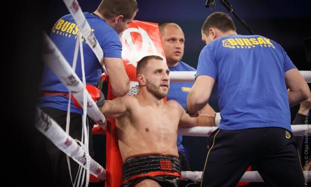Українець Бурсак роздільним рішенням суддів програв бій Лем'є