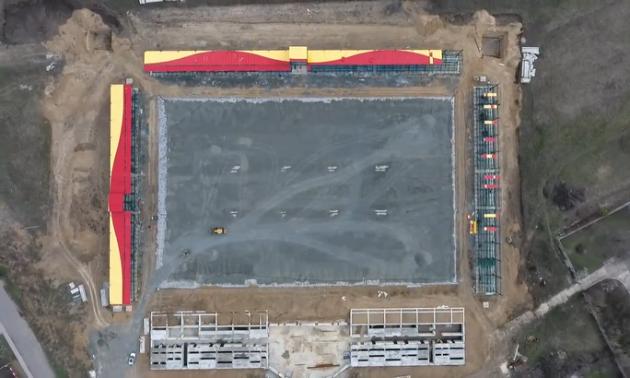 Інгулець показав будівництво фундаменту футбольного поля