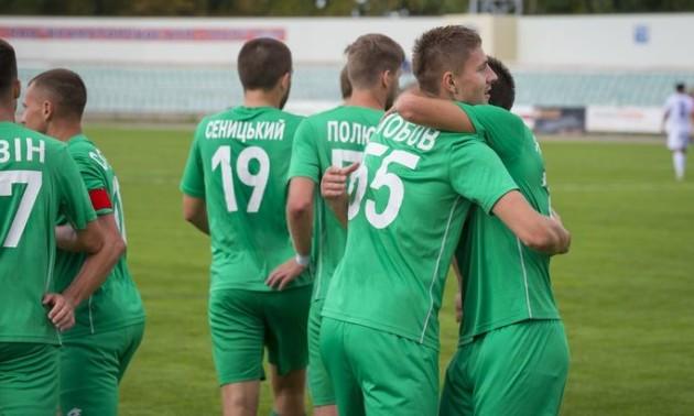 Клуб Першої Ліги залишили 14 гравців
