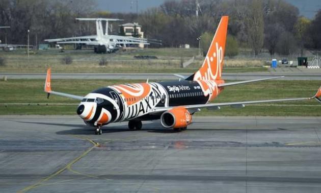 Шахтар показав як фарбували фірмовий літак