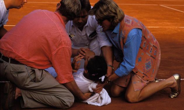 Найкращу тенісистку світу ледь не вбили в розпал матчу. Моніку Селеш 27 років тому ударили ножем прямо на корті