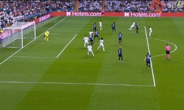 Реал забив у ворота Брюгге, але, здається там було поза грою