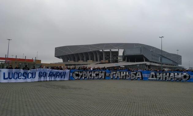 Суркіси - ганьба Динамо! Фанати Динамо влаштували акцію у Львові