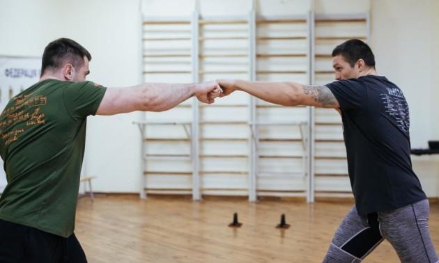 Усик провів тренування з важкої атлетики в компанії Торохтія