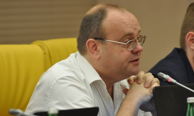 Невідомі облили кефіром головного редактора журналу «Футбол» Артема Франкова