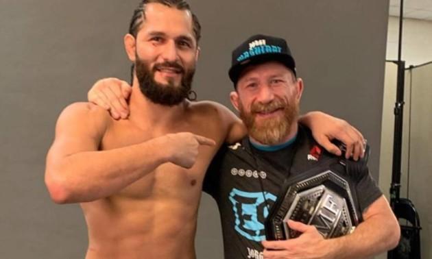 Тренер Масвідаля захворів на коронавірус за три дні до турніру UFC 251