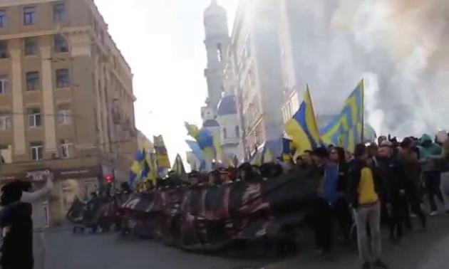 Фанати Металіста пройшли маршем по Харкову і заспівали Путін - х##ло