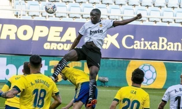 Скандал в Іспанії. Футболісти Валенсії пішли з поля через расизм