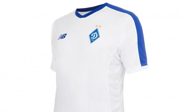 Спонсор Динамо змінив оформлення свого логотипу на формі через скарги вболівальників. ФОТО