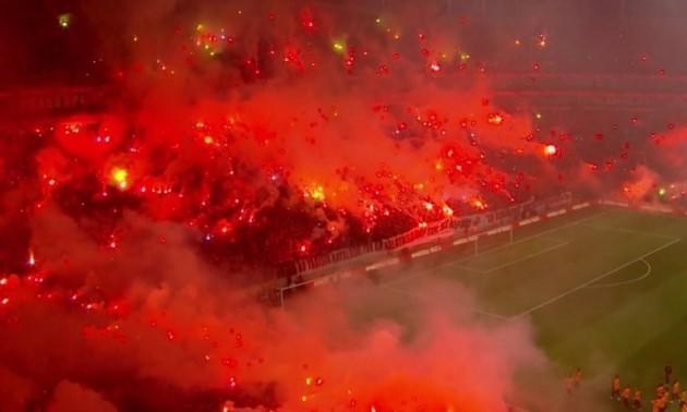 40 тисяч фанатів із фаєрами відвідали відкрите тренування Галатасарая. ВІДЕО