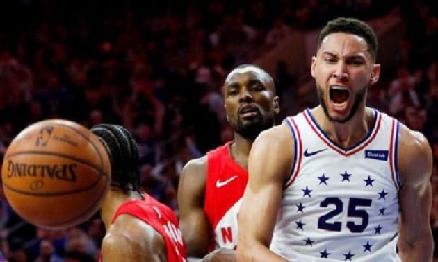 Вибуховий путбек Сіммонса - момент дня в НБА