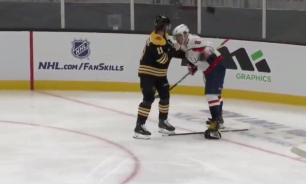Російський хокеїст вдарив суперника ключкою між ніг під час матчу НХЛ