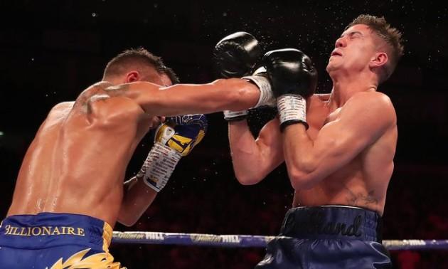 Ефектний нокдаун від Ломаченка в бою проти Кемпбелла