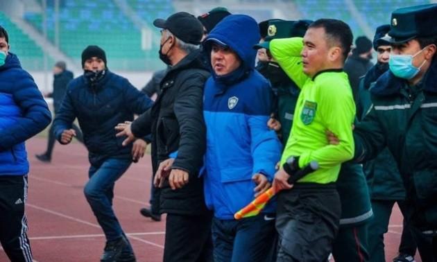 В Узбекистані одразу після футбольного матчу побили арбітра