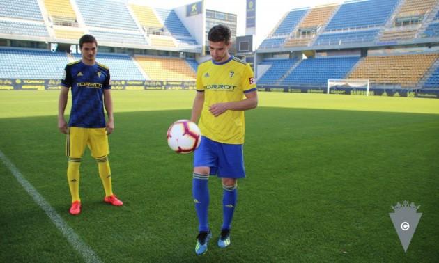 Іспанський клуб офіційно представив захисника Динамо