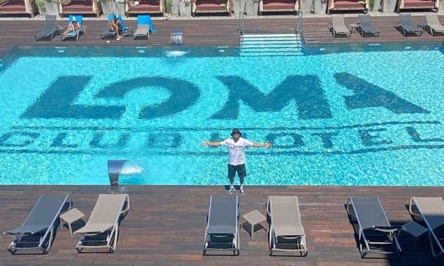 Ломаченко пафосно відкрив свій готельний комплекс